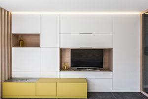 Une bibliotheque moderne et design en bois sur mesure